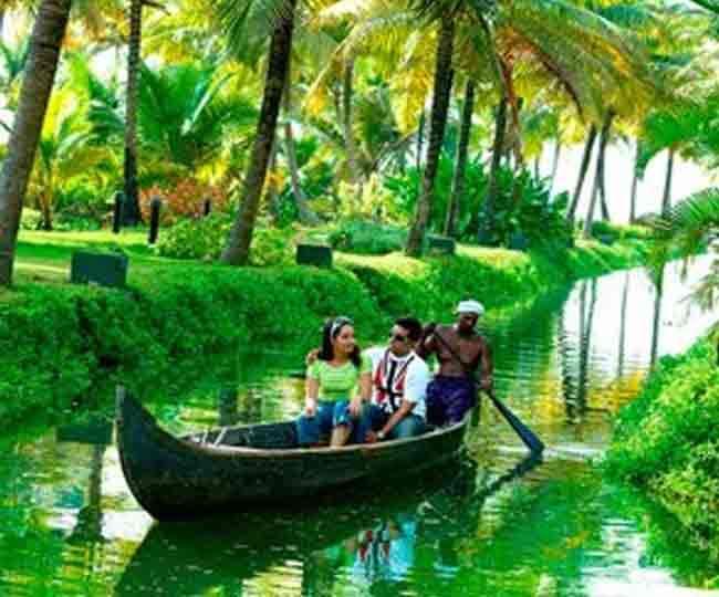 Travelling kerala get alot of enjoy in monsoon season for Pool design in kerala