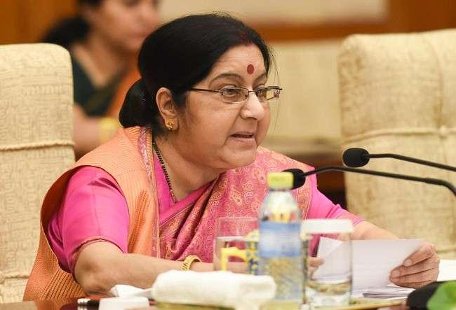 सुषमा की दो टूक, नाबालिग हिंदू बहनों को उनके परिजनों को सौंपे पाक, हाईकोर्ट ने सुरक्षा सुनिश्चित करने को कहा