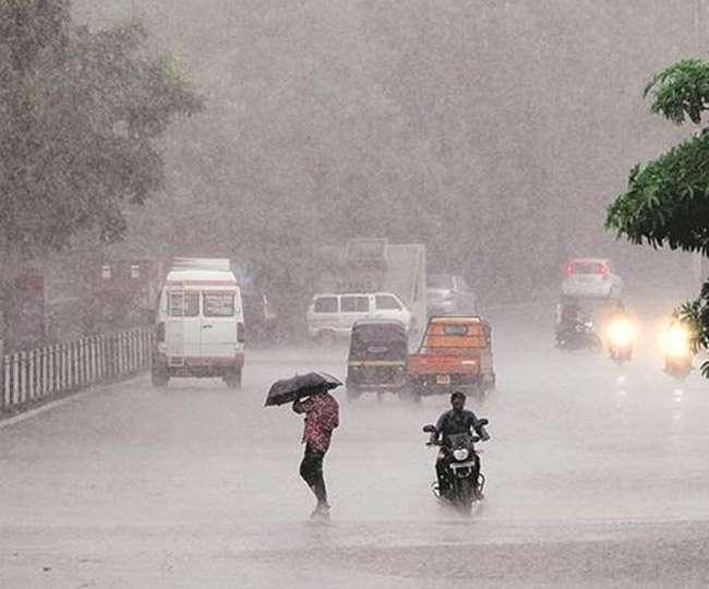 Heavy rainfall lashes Delhi NCR