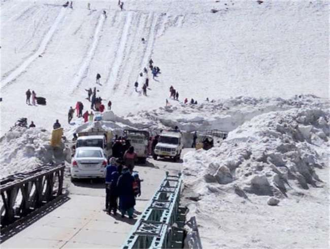Rohtang Pass reinstated for vehicles