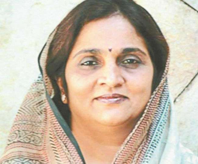 Himachal Congress Incharge Rajni Patil Hit BJP Leaders