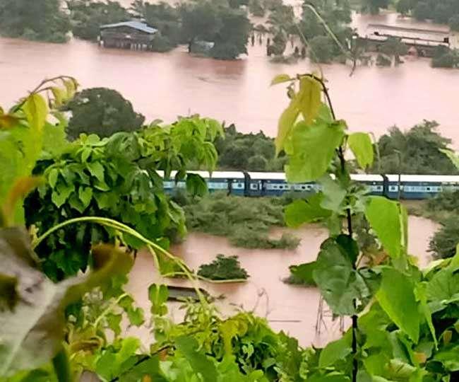Mumbai rain LIVE: Mahalaxmi Express stranded with 2000 passengers, rescue operation on