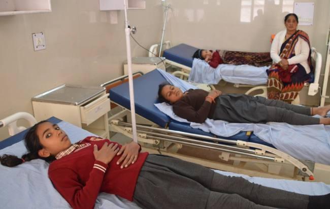 La condizione dei quattro studenti dopo aver ottenuto il vaccino contro la rosolia è peggiorata
