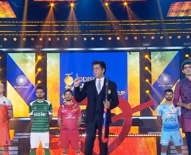 चक दे वर्ल्ड कप: हॉकी विश्वकप शुभारंभ में पहुंचे शाहरुख़ खान, माधुरी ने किया परफॉर्म
