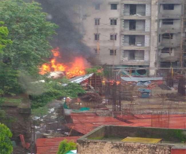मुंबई के रिहायशी इलाके में गिरा चार्टर्ड प्लेन, पांच की मौत; देखें रोंगटे खड़े कर देने वाला वीडियो