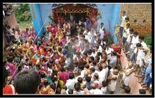 ठाकुरगंगटी में वार्षिक पूजा में उमड़ी भीड़