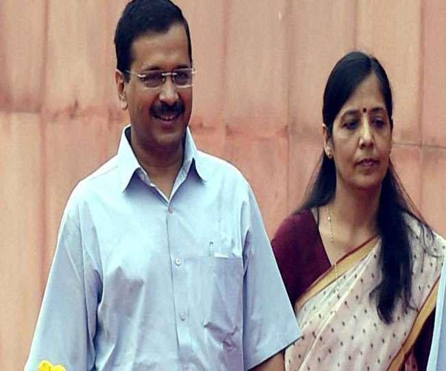 केजरीवाल की पत्नी के पास दो वोटर कार्ड मामले में कोर्ट ने भेजा चुनाव आयोग को नोटिस