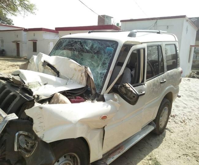 एक्सप्रेस लेन पर खड़े ट्रक से जा भिड़ी, मौके पर महिला समेत तीन की मौत-तीन गंभीर
