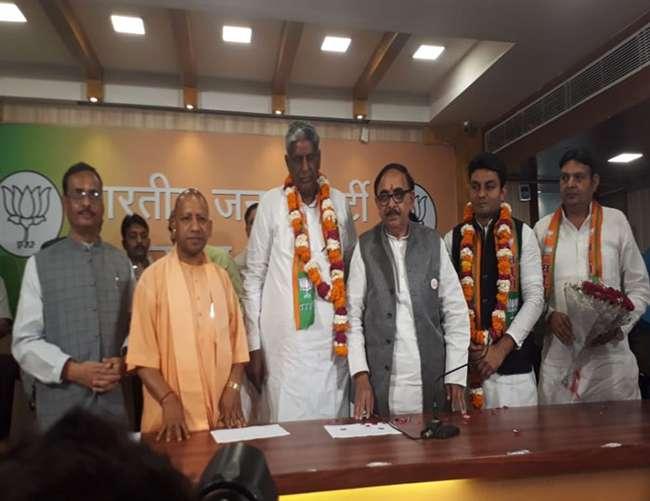 Loksabha Election 2019 :समाजवादी पार्टी से एलएलसी वीरेंद्र सिंह भाजपा में शामिल