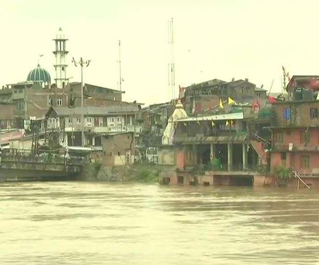 जम्मू-कश्मीर: भारी बारिश से तीन की मौत, बाढ़ का अलर्ट जारी; अमरनाथ यात्रा रुकी