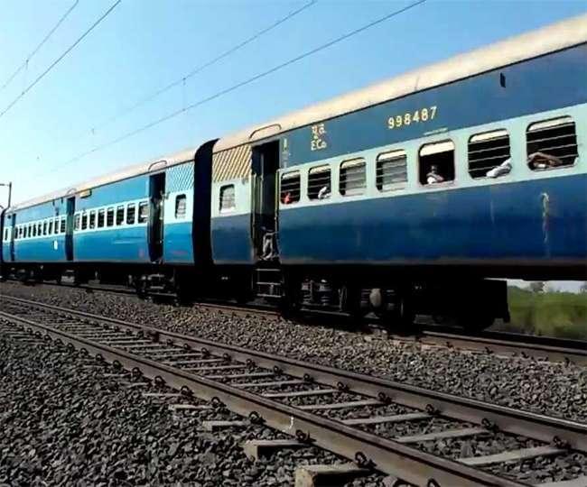 क्यों होता है कुछ ही रंगों का आपकी ट्रेन का डिब्बा?, जानें- इस पर लगे निशान क्या कहते हैं