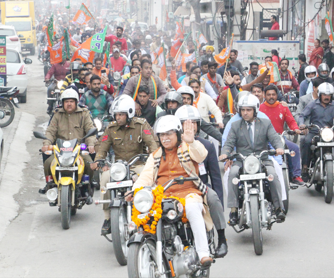 cm manoharlal ride bullet bike