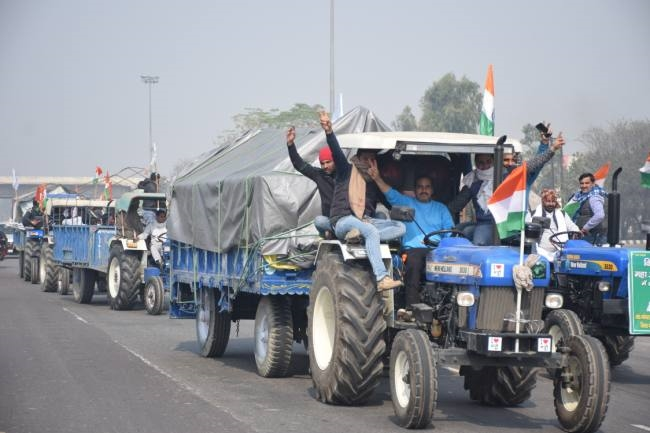 पानीपत से छह गांवों के किसान दिल्ली रवाना, गांवों से निकले ट्रैक्टर