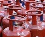 LPG Price in Delhi: घरेलू गैस सिलेंडर के दाम में कमी का एलान, जानें क्या है दिल्ली में नया रेट