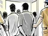 Lockdown का उल्लंघन कर दुकान खोलने और भीड़ जुटाने पर मुकदमा, तीन गिरफ्तार