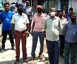 बिना सुरक्षा के लिया जा रहा काम, रेलवे ट्रेन लाइटिंग विभाग के कर्मचारियों का हंगामा Jamshedpur News