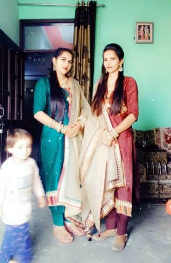 प्रताड़ना से तंग सगी बहनों ने निगला जहर, एक की मौत, दूसरी गंभीर