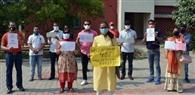 हंसराज स्कूल में फीस बढ़ोतरी के खिलाफ अभिभावकों का प्रदर्शन