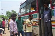 67 दिन बाद यात्रियों को लेकर रवाना हुईं रोडवेज की बसें