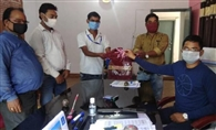 युवा ब्राह्मण समाज ने बीडीओ को दिए 200 मास्क