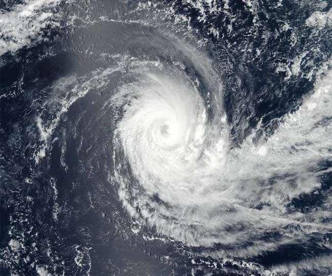 Cyclone Nisarga Update: महाराष्ट्र और गुजरात में आने वाला है चक्रवात निसर्ग, मचा सकती है तबाही; गृहमंत्री ने बुलाई हाई लेवल मिटिंग