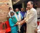 Cycle Girl Jyoti से मिलने पहुंचे मंत्री महेश्वर हजारी, 12वीं तक की पढ़ाई का उठाएंगे पूरा खर्च