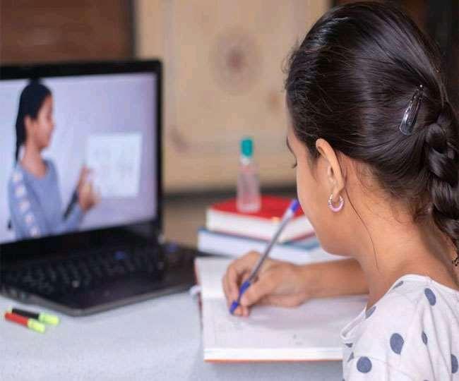 Khas Khabar  कोरोना काल में हर बच्चे तक शिक्षा पहुंचाने के लिए छत्तीसगढ़ में 'पढ़ई तुंहर दुआर' कार्यक्रम के तहत छात्रों को ऑनलाइन शिक्षा दी जा रही है। शिक्षकों द्वारा बनाए गए इन वीडियो से न सिर्फ भारत, बल्कि 16 अन्य देशों के छात्र भी पढ़ रहे हैं। यह रिपोर्ट राज्य शैक्षिक अनुसंधान एवं प्रशिक्षण परिषद (एससीईआरटी) ने राज्य सरकार को दी है। इसमें अमेरिका के साथ-साथ पाकिस्तान, बांग्लादेश, नेपाल,
