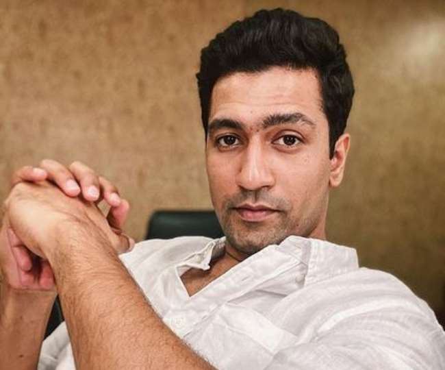 Vicky Kaushal Share A Hilarious Post For Fan Who Give Him Samosa And Jalebi At Airport