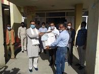 स्वास्थ्य कर्मियों के लिए विधायक ने दिए मास्क