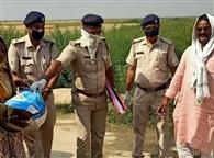 शाहपुर के दियारांचल क्षेत्र के लक्षुटोला पंचायत पहुंचे एसपी, की मदद