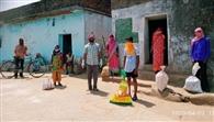 कम चावल देने जाने पर कार्डधारियों ने किया हंगामा