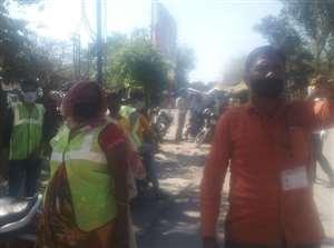 बाबूपुरवा में साथियों की पिटाई से नाराज सफाई कर्मियों ने काम बंद कर थाना घेरा, हंगामा