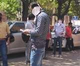 शहर की सड़कों पर बढ़ने लगी भीड़, पुलिस ने फर्जी कर्फ्यू पास के साथ कई धरे Chandigarh News