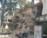 लखनऊ की एतिहासिक इमारत इमामबाड़ा सिब्तैनाबाद का मुख्य गेट अचानक गिरा, बड़ा हादसा टला