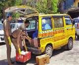 Uttarakhand Lockdown: यहां पीली वैन देखते ही खिल उठते हैं उदास चेहरे, जानिए इसके पीछे की वजह