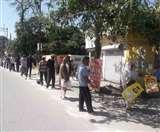 Uttarakhand Lockdown update: खरीदारी को आए लोग, शारीरिक दूरी का रखा ख्याल; बेवजह घूूूमने वालों को सिखाया सबक