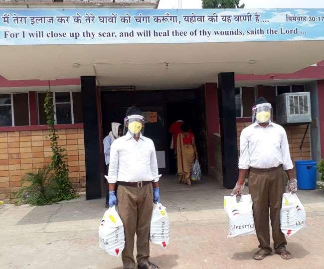 RSS News, Coronavirus News, Jharkhand Samachar वाट्सएप ग्रुप बनाकर चिकित्सकों से सलाह दिलवाते हैं।