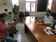 नंदीशाला में गोवंश के लिए पर्याप्त चारे व दवाइयों की मांग को लेकर डीसी से मिला जयति जयति हिदू संगठन