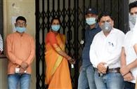 ब्लॉक कार्यालय में बीडीसी सदस्यों ने जड़ा ताला