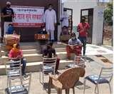 सूने साज, सुनो सरकार : कलाकारों ने भीख मांग और खाली कुर्सियों के सामने प्रस्तुति दे जताया विराेध