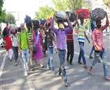 नगरों से मोहभंग, गांवों में रोजगार तंग; सरकार को समय रहते करने होंगे उपाय