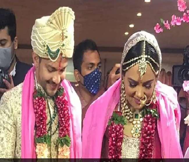 WATCH Aditya Narayan And Shweta Agarwal Reception: रिसेप्शन में आदित्य नारायण ने सलमान के गाने पर किया डांस, भारती समेत ये स्टार्स आए नज़र