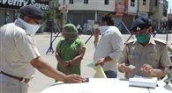 लॉकडाउन के दौरान 800 वाहनों के काटे पुलिस ने चालान