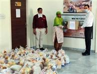 पंचकूला में विभिन्न संस्थाओं ने गरीबों को बांटा राशन और खाना