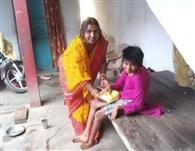 घर-घर पहुंच शिक्षकों ने बच्चों को दिया खाद्यान्न