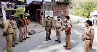 पुलिस टीम ने सेराघाट क्षेत्र में किया लोगों को जागरूक