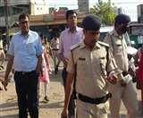 Patna Lockdown: DM ने खुद संभाली डिस्टेंसिंग की कमान, माइक लेकर लोगों को किया आगाह