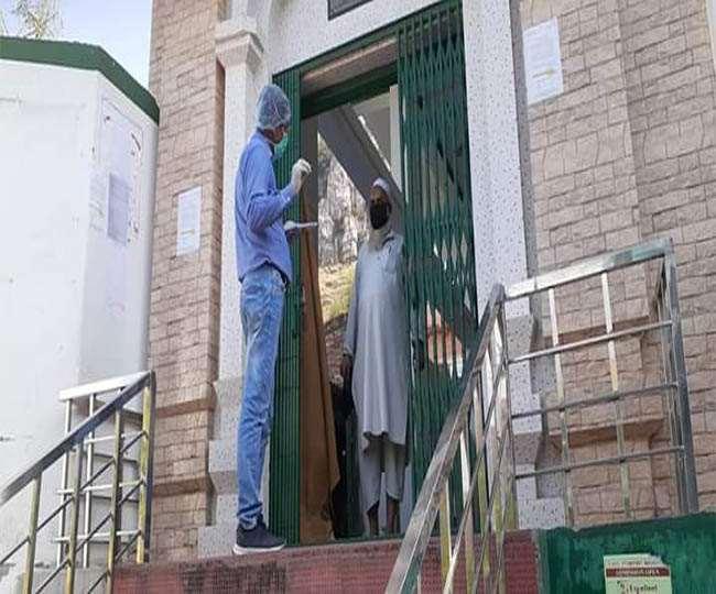 बिहार: मस्जिद से अस्पताल लाए गए धर्मगुरु कर रहे हैं गंदी हरकत, डॉक्टर-नर्स हैं परेशान