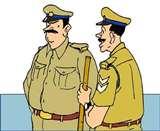 घर के अंदर काट रहा था पशु, पुलिस पहुंची तो छत से कूदकर भागा Rampur News