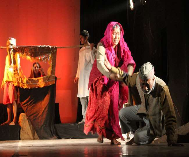 आज के ही दिन पहले हिंदी नाटक का मंचन हुआ था वाराणसी में